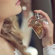 クリスマスに香水をプレゼントする