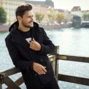 ステンカラーコートの着こなし方とは。おしゃれなメンズコーデ術を徹底ガイド | Smartlog